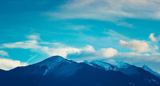 在多云环境中取得成功需要采取什么措施